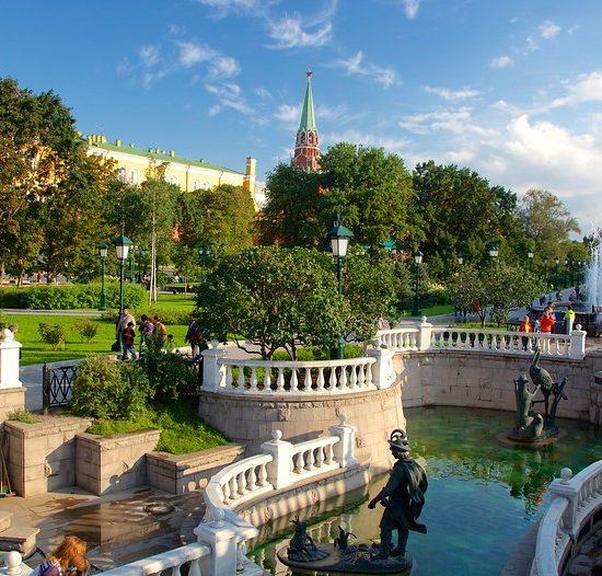 Aleksandrovskiy Sad (Alexander Garden)