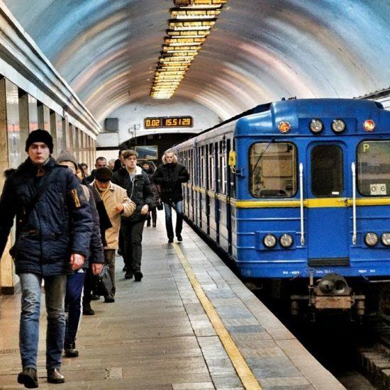 Arsenalna Metro Station - Train