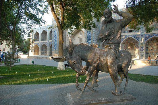 Lyab-i-Hauz Statue