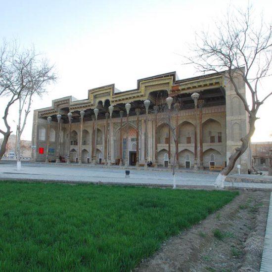 Moschea Bolo-khauz Garden View