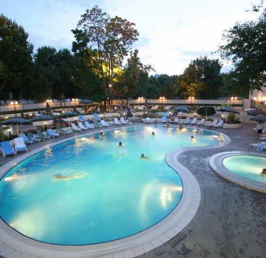 Hotel Wyndham Tashkent - Pool Area