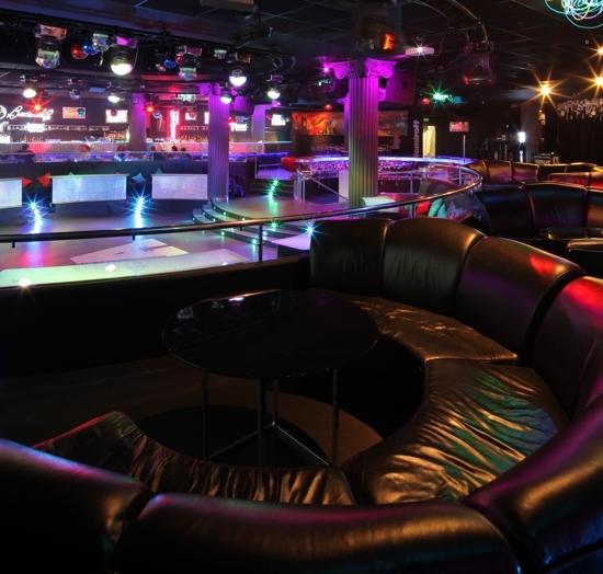 Sitting - Arena City Club