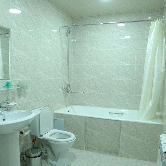 Hotel Grand Capital - Bathroom